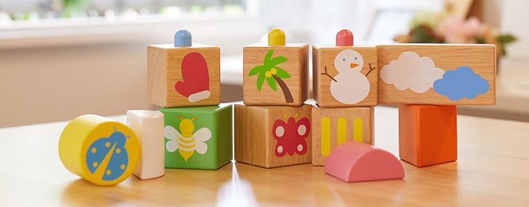 木のおもちゃの積み木
