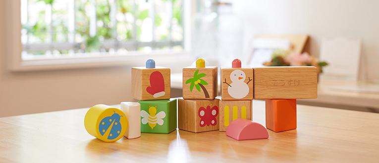 1歳誕生日プレゼントに人気の木のおもちゃの積み木は甥・姪へのプレゼントにも最適