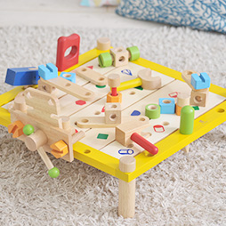 3歳の木のおもちゃランキング1位脳を育てる大工さん遊びの木のおもちゃ「カーペンターテーブル」