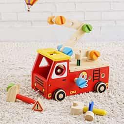 2歳の木のおもちゃランキング1位の消防車型の大工さん遊びの木のおもちゃ「アクティブ消防車」