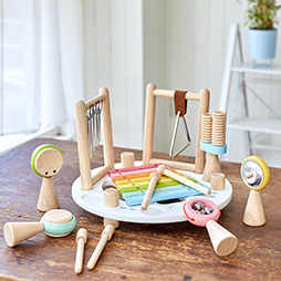 エデュテ木のおもちゃ人気ランキング3位の音の鳴るおもちゃ「メロディーゴーラウンドソフトカラー」