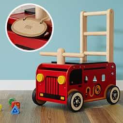 名入れランキング2位名入れプレートを無料でプレゼントする人気の木のおもちゃの手押し車ウォーカー&ライド消防車