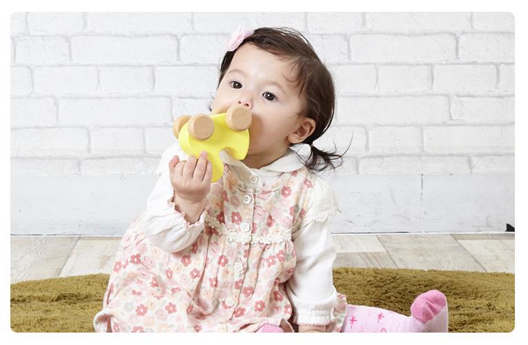 赤ちゃんに舐めても安全な塗料を使用しているので安心・安全