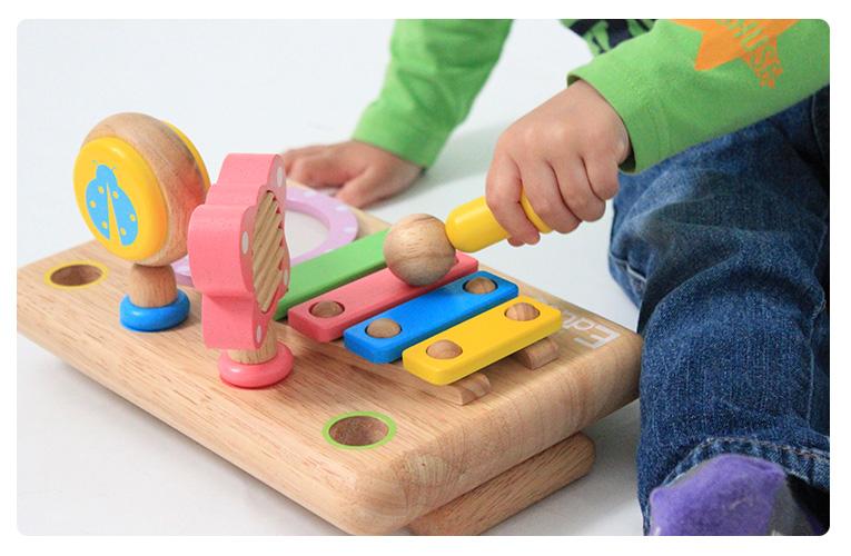角がない丸みのある面取りされた優しい肌触りの木のおもちゃです